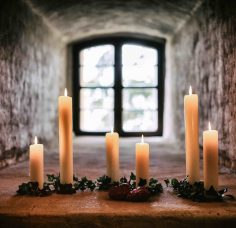 Kerzen im Fenster